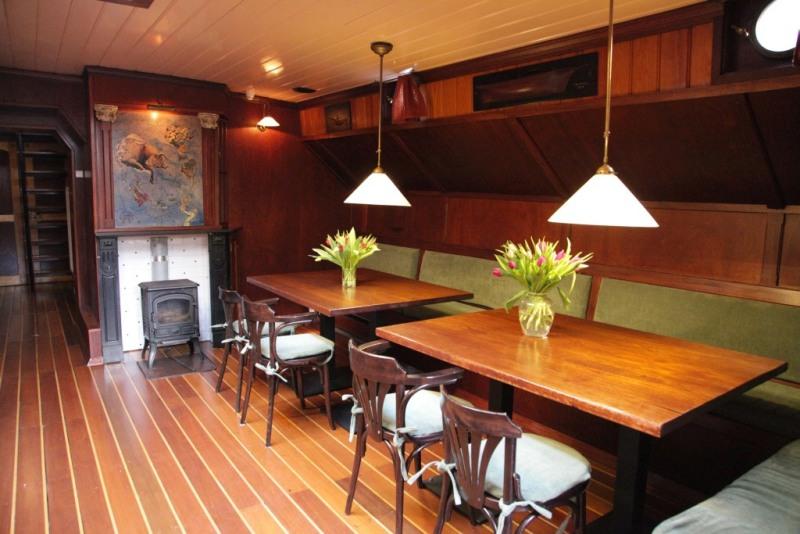Hotel Groningen Stay in traditional zeilschip.Badkamer suite
